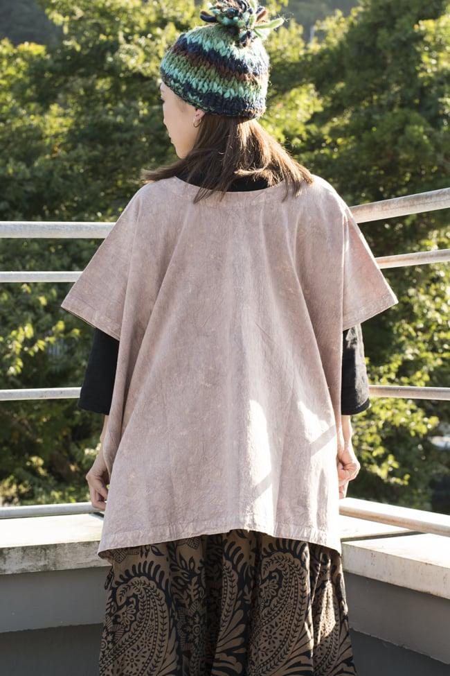 ストーンウォッシュの半袖プルオーバーシャツ 【ピンクベージュ】 4 - 後ろ姿です。