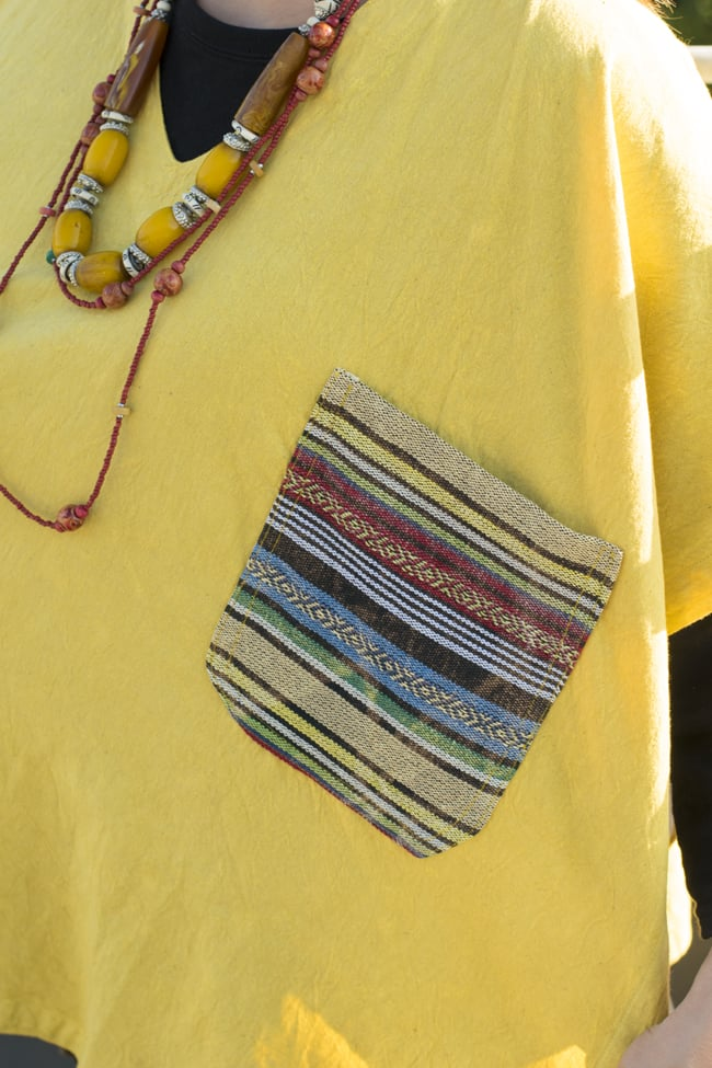 ストーンウォッシュの半袖プルオーバーシャツ 【イエロー】 2 - ポケットはネパールのゲリコットンを使用しています。