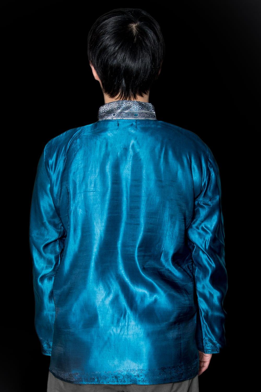 【1点もの】サリー刺繍 長袖クルタシャツ  4 - 背中側の様子です。