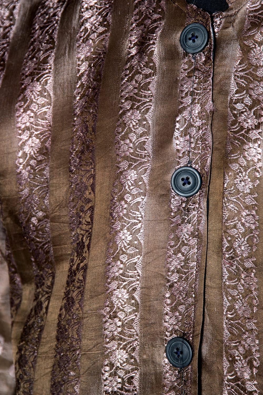 【1点もの】サリー刺繍 長袖クルタシャツ  6 - アップで見てみました。
