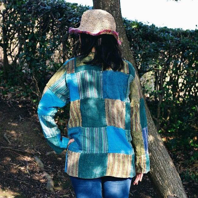 パッチワーク クルタシャツ ストーンウォッシュの深みある風合い 4 - 後ろからの写真です