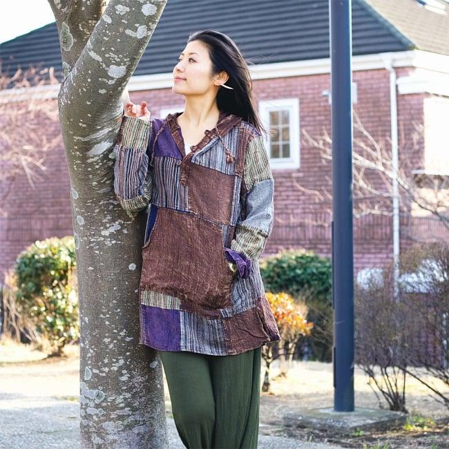 パッチワーク プルオーバーパーカー ストーンウォッシュの深みある風合い 4 - 身長165cmの女性が着てみました。こちらは【選択:D】ロング丈 ブラウン系です。