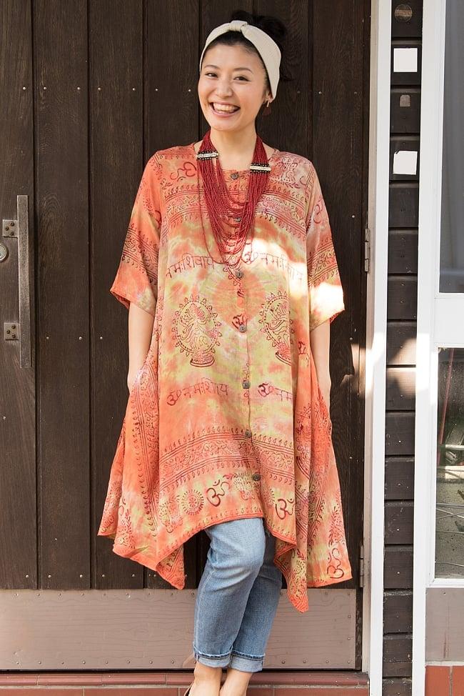 ラムナミタイダイロングシャツ 3 - 選択B:黄・オレンジ系 身長165cmのモデルさんの着用例です。