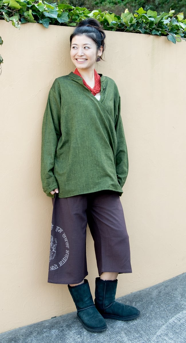 柔らかコットンのシンプルクルタ 3 - 身長165?の着用例です。選択4:カーキ