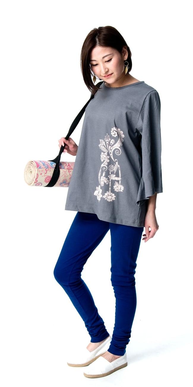 ロータスプリントのコットンベルスリーブTシャツ 2 - 身長159cmのモデルさんの着用例になります。