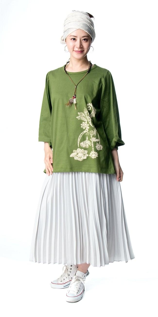 ロータスプリントのコットンベルスリーブTシャツ 5 - 身長165cmのモデルさんの着用例になります。