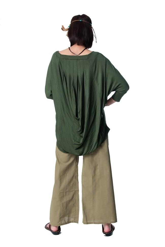 ロータスプリントストレッチ バルーンTシャツ 5 - 後ろ姿です。たっぷりのドレープが贅沢な仕上がりです。
