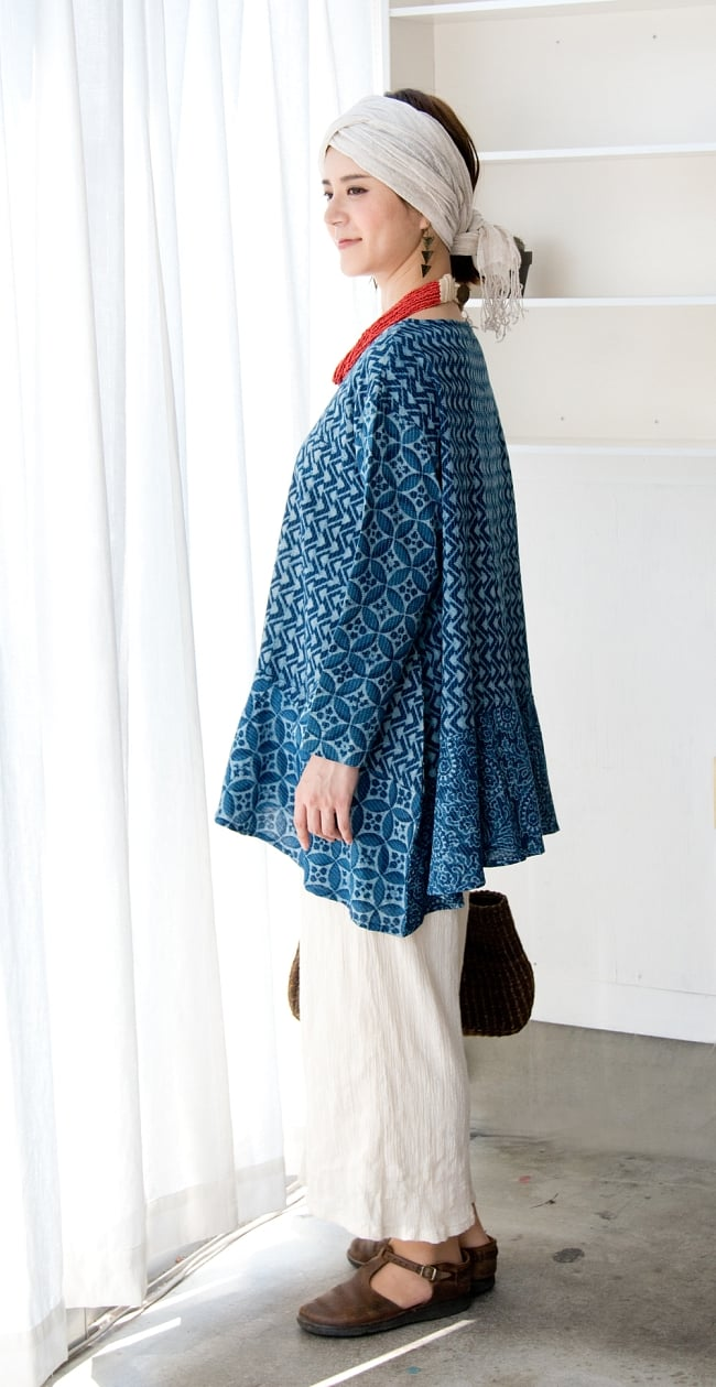 カンタ刺繍の藍染コットンシャツ 3 - サイドから見たシルエットです。