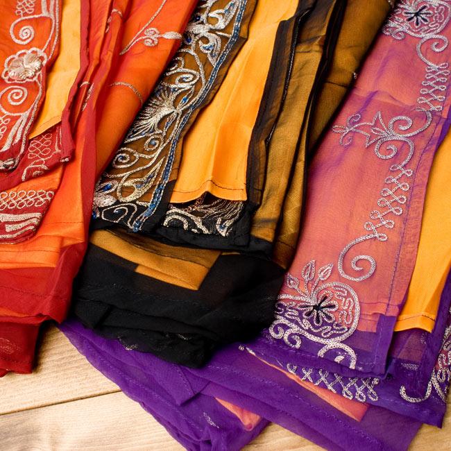 サリー生地サテン巻きスカート-オレンジ系アソート 3 - このように内側と外側のお色が異なるだけで雰囲気が大きく異なります。