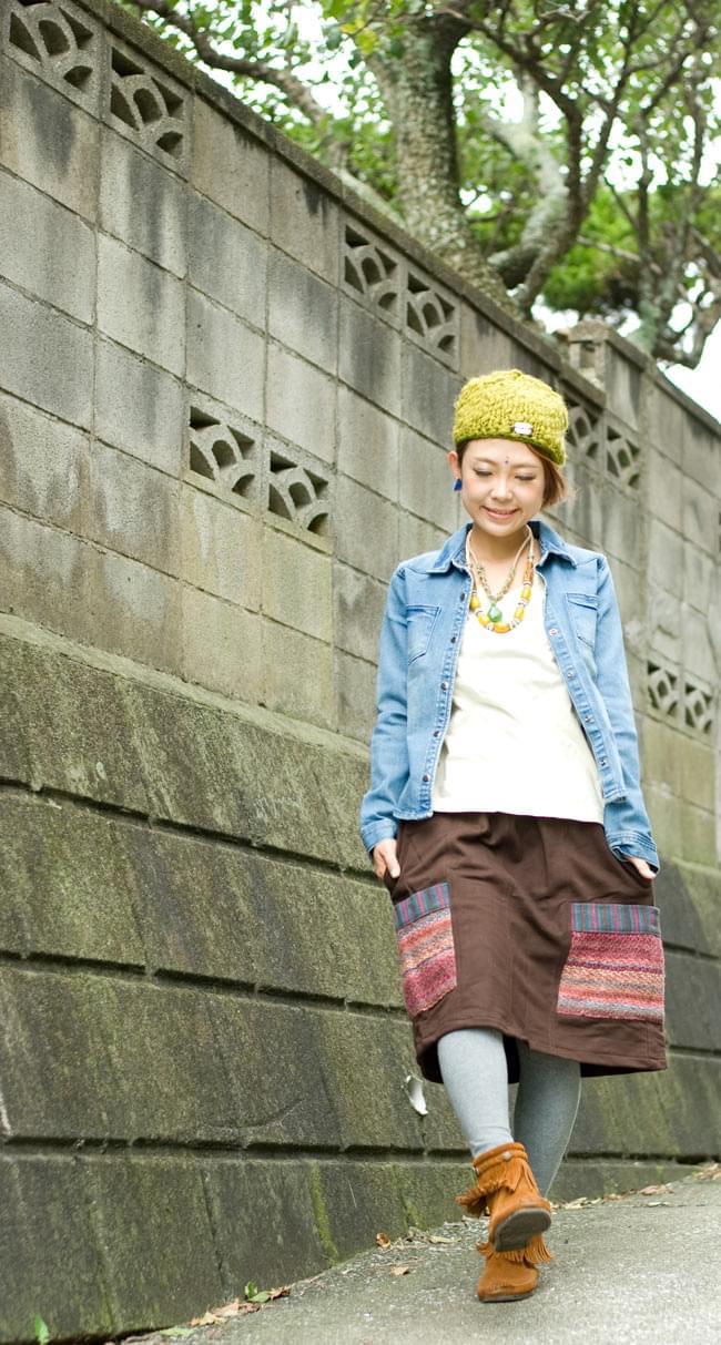 ネパールのカラフルポケットスカートの写真4 - D:ブラウン