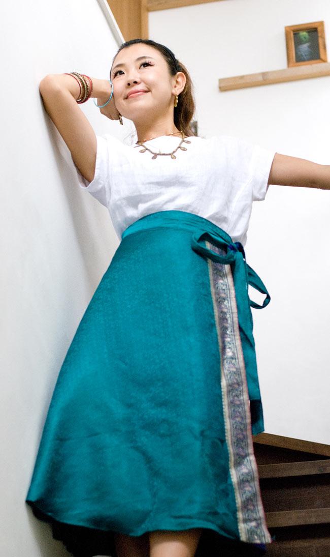 光沢布の刺繍巻きスカート 2 - B:グリーン系