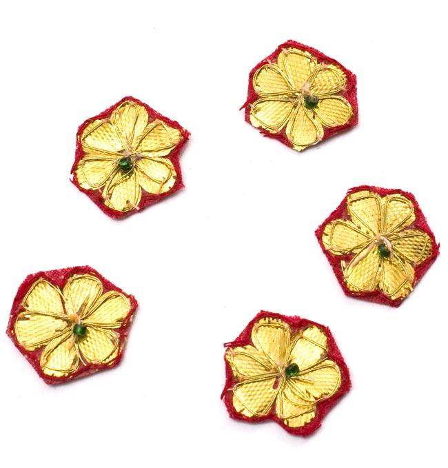 インドの刺繍アップリケ 花 5個セット 【赤×金】 の写真
