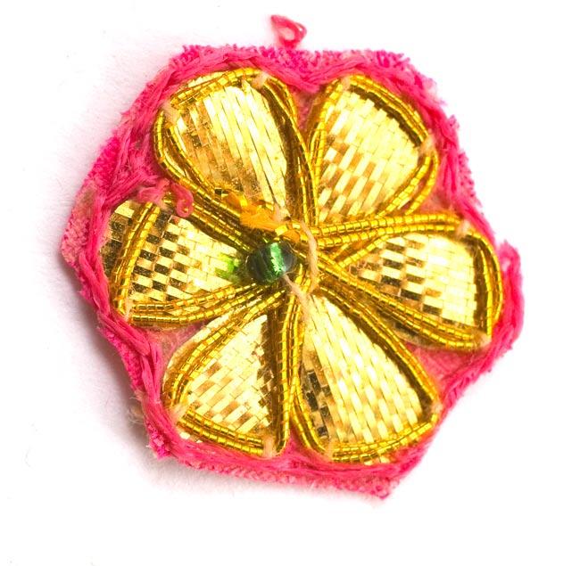 インドの刺繍アップリケ 花 5個セット 【桃×金】の写真2 - アップにしてみました。