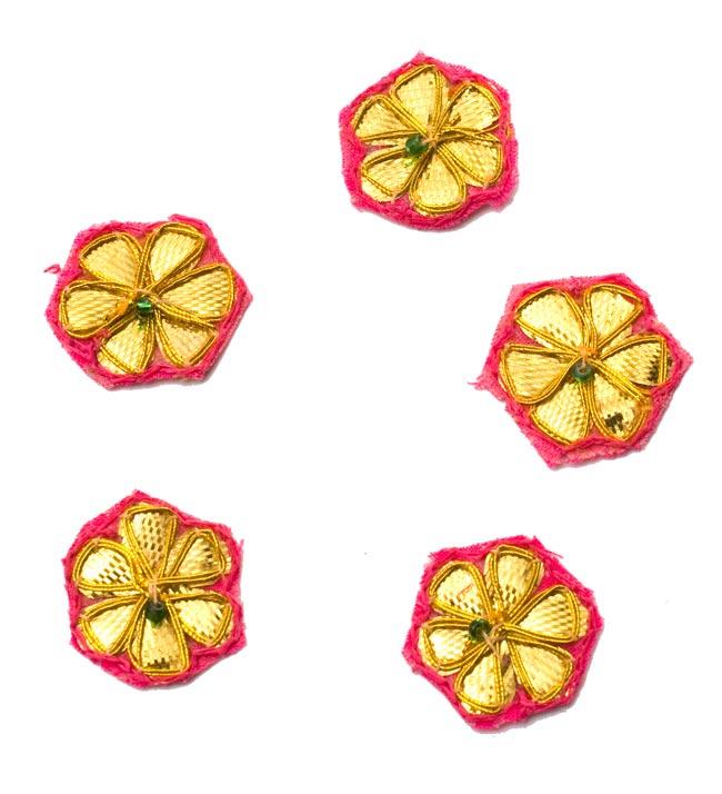 インドの刺繍アップリケ 花 5個セット 【桃×金】の写真