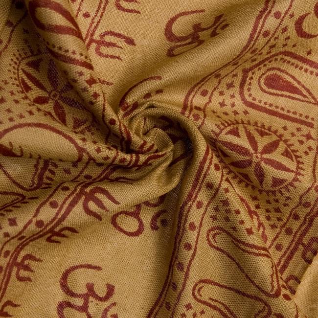 [190cm×100cm]カーリーとシヴァ神 - カーキの写真5 - くしゅくしゅっとしてみました。柔らかな感触が魅力的です。