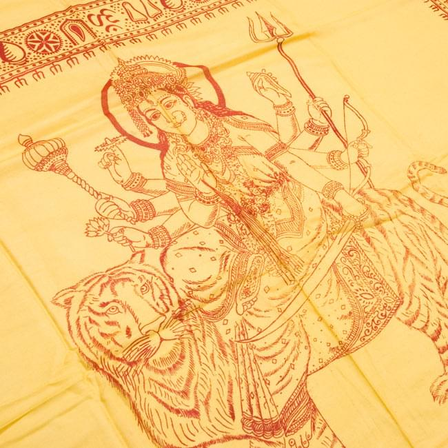 [190cm×100cm]トラに乗ったドゥルガー - イエローの写真2 - 柄の拡大写真です