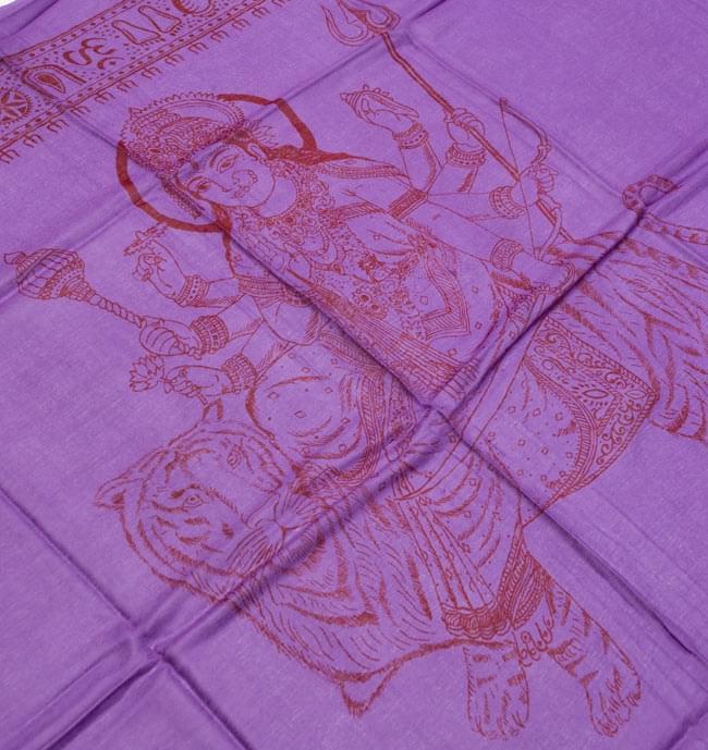 [190cm×100cm]トラに乗ったドゥルガー - パープルの写真2 - 柄の拡大写真です