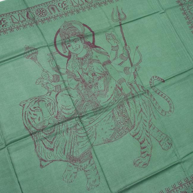 [190cm×100cm]トラに乗ったドゥルガー - グリーンの写真2 - 柄の拡大写真です