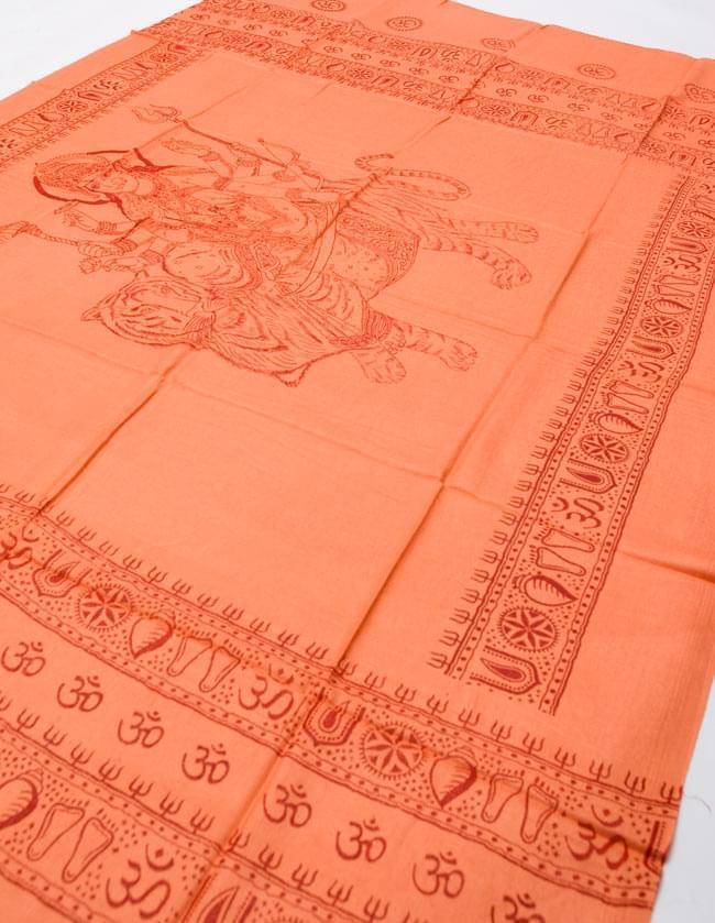 [190cm×100cm]トラに乗ったドゥルガー - オレンジの写真3 - 全体を斜めの角度から撮ってみました。