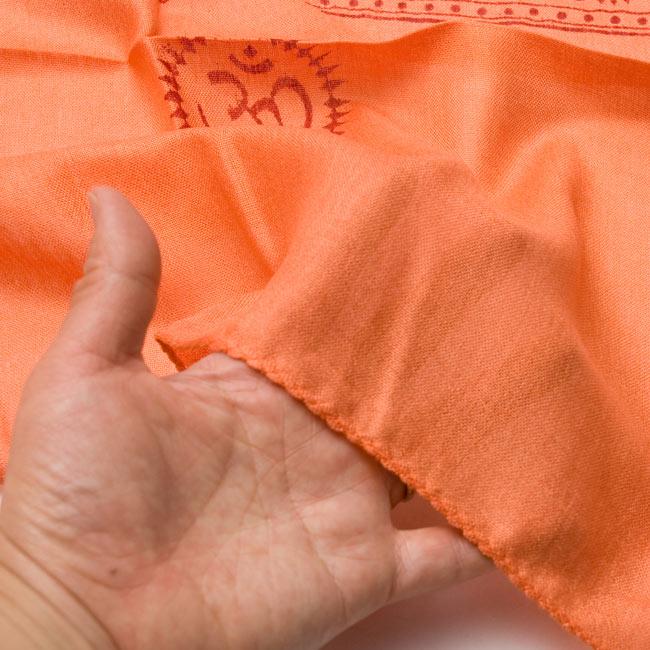 [190cm×100cm]トラに乗ったドゥルガー - オレンジの写真6 - 手に持ってみました。