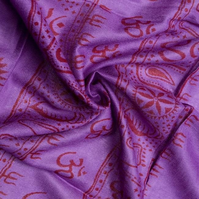 [190cm×100cm]蓮の花とラクシュミ - パープルの写真5 - くしゅくしゅっとしてみました。柔らかな感触が魅力的です。