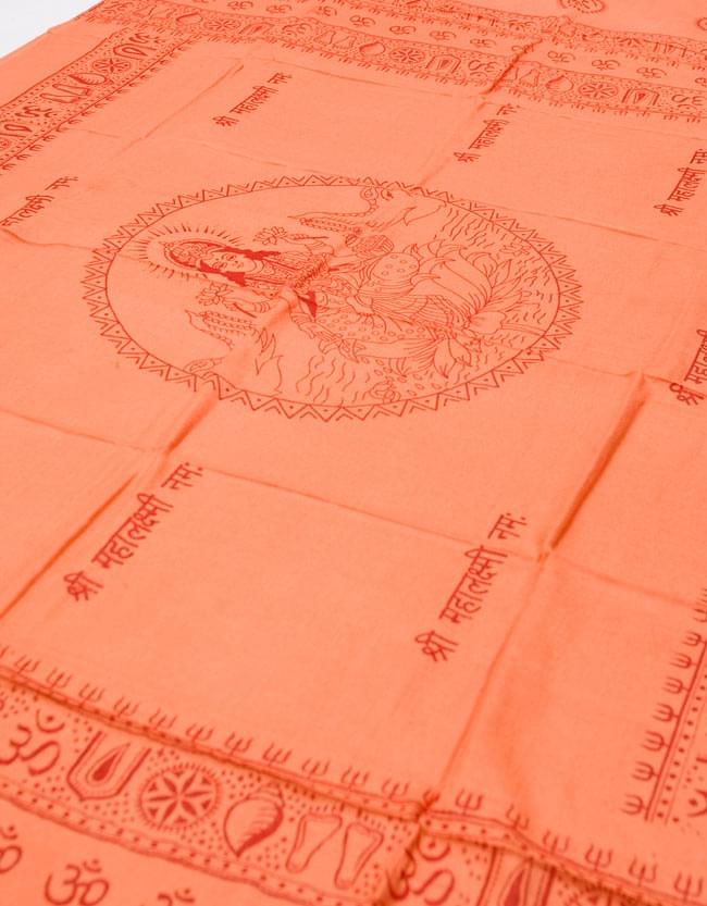 [190cm×100cm]蓮の花とラクシュミ - オレンジの写真3 - 全体を斜めの角度から撮ってみました。