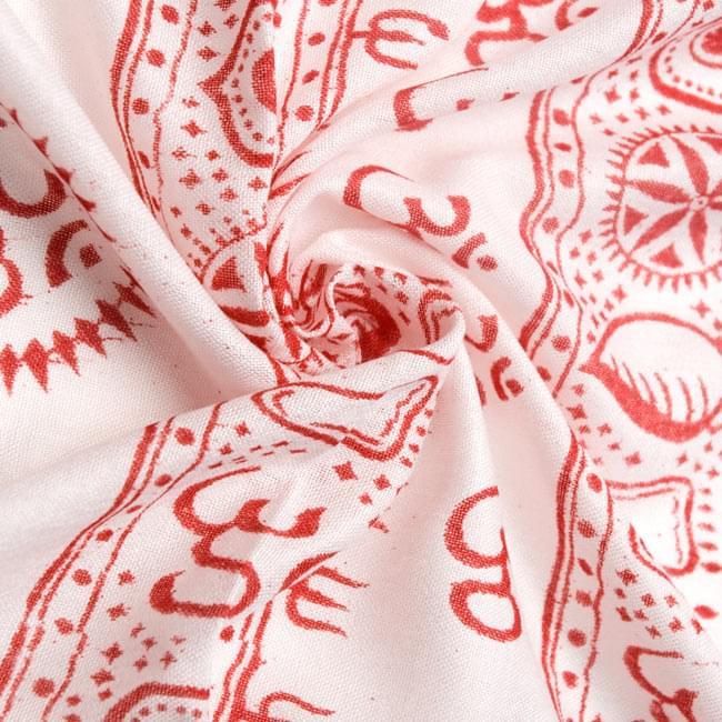 [190cm×100cm]カーリーとシヴァ神 - ホワイトの写真5 - くしゅくしゅっとしてみました。柔らかな感触が魅力的です。