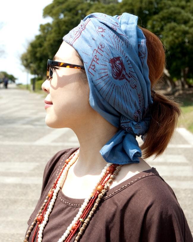 [190cm×100cm]オーンの大ラムナミ - グレーの写真7 - 肌触りと色合いもよく、頭に巻いてターバン代わりにしたり色々楽しめますよ!