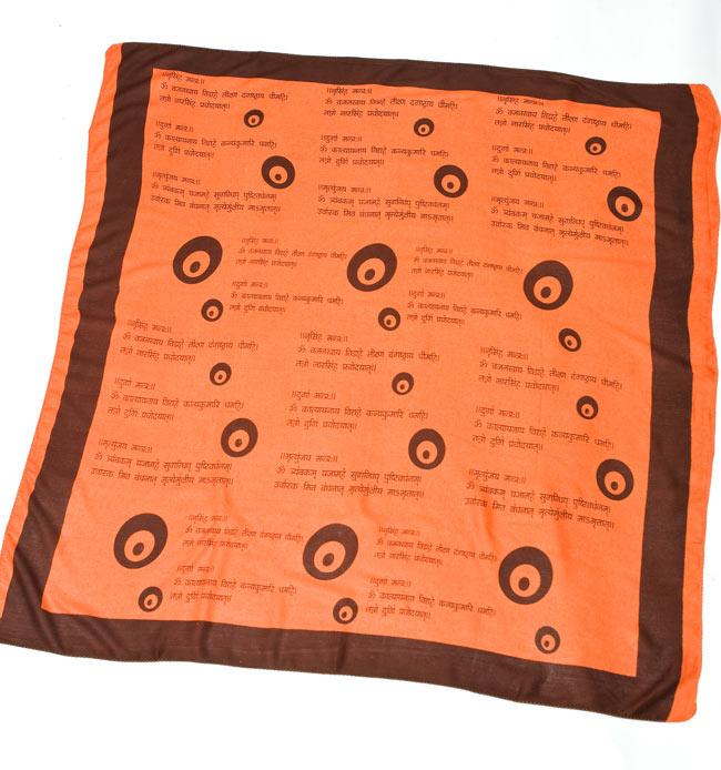 ナザールボンジュウ柄のスクエアスカーフ - オレンジの写真