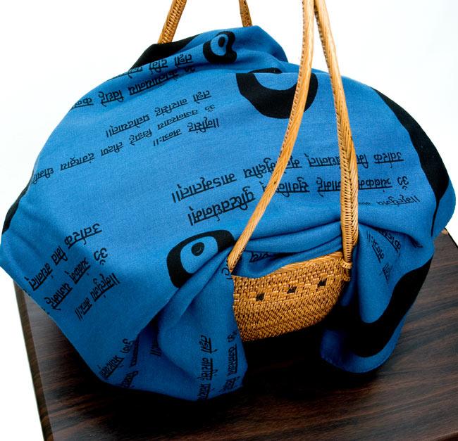 ナザールボンジュウ柄のスクエアスカーフ - 青系 8 - バスケットの目隠し(埃よけ)として使用してみました。