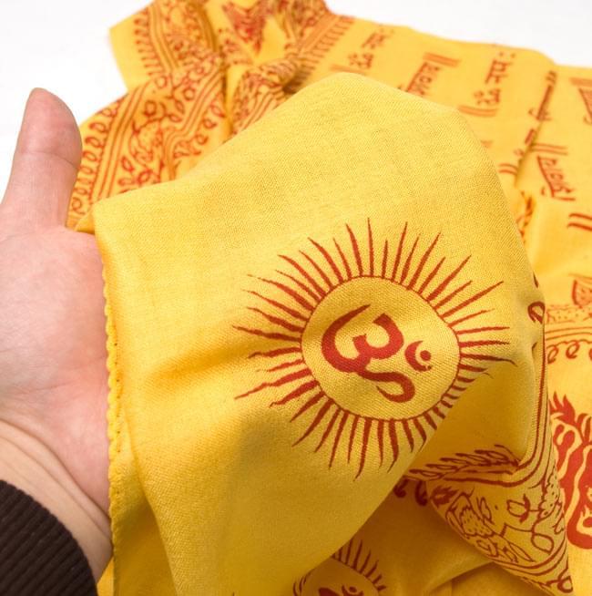 [190cm×100cm]オーンとサンスクリット文字の大ラムナミ - 黄色の写真5 - ふんわり気持ちい、肌触りの良い生地です。