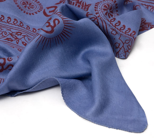 [190cm×100cm]オーンとサンスクリット文字の大ラムナミ - 紺の写真4 - 裾の部分になります。しっかりと縫われていますよ。