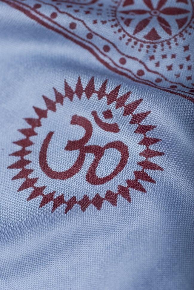 (200cm×100cm)大ガネーシャのラムナミスカーフ - 青灰 5 - 別の箇所を見てみました。かすかに光沢のある、肌触りの良い布です。