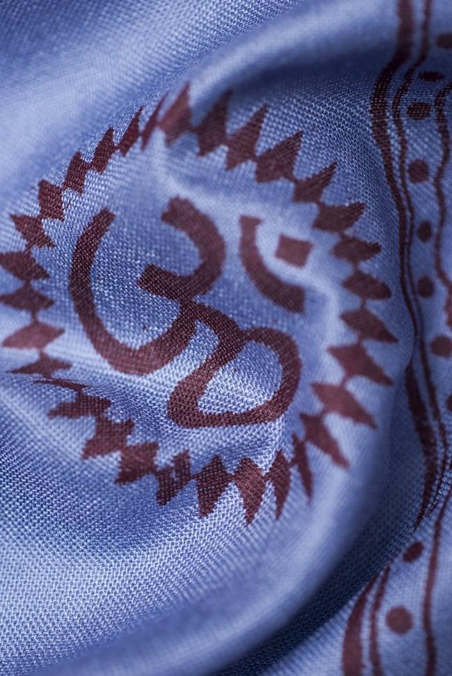 (200cm×100cm)大ガネーシャのラムナミスカーフ - 淡青 5 - 別の箇所を見てみました。かすかに光沢のある、肌触りの良い布です。
