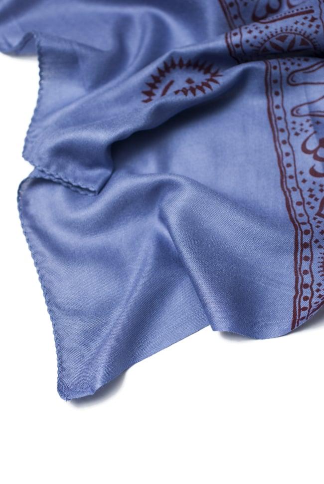 (200cm×100cm)大ガネーシャのラムナミスカーフ - 淡青 6 - 縁の部分を見てみました。やわらかなスカーフです。