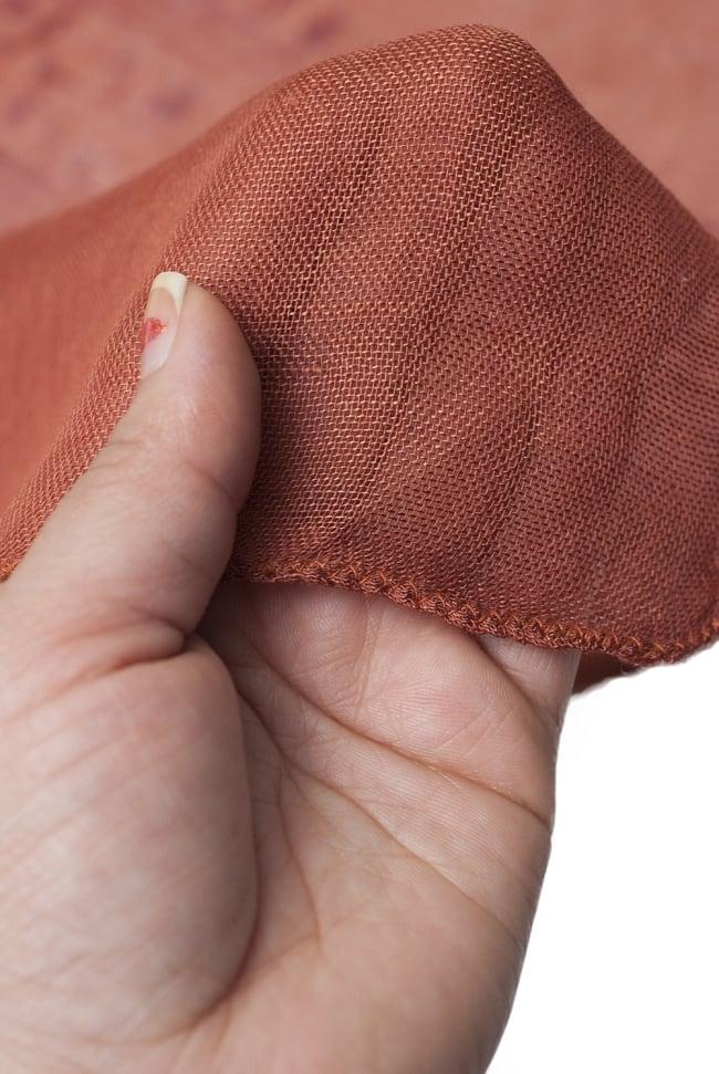[約180cm×40cm]インド薄ラムナミ【ロング】 - テラコッタの写真5 - 透け感のある布地です。