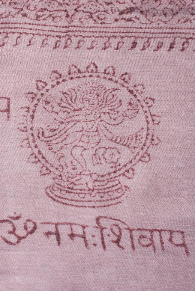 [約180cm×40cm]インド薄ラムナミ【ロング】 - 薄小豆色の写真3 - 神様柄の様子です。オーンであったりガネーシャであったり様々ですので、アソートでのお届けと鳴ります。