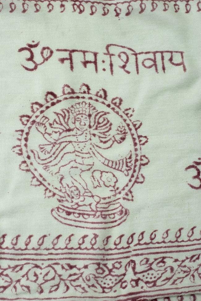 [約180cm×40cm]インド薄ラムナミ【ロング】 - 薄うぐいす色の写真3 - 神様柄の様子です。オーンであったりガネーシャであったり様々ですので、アソートでのお届けと鳴ります。