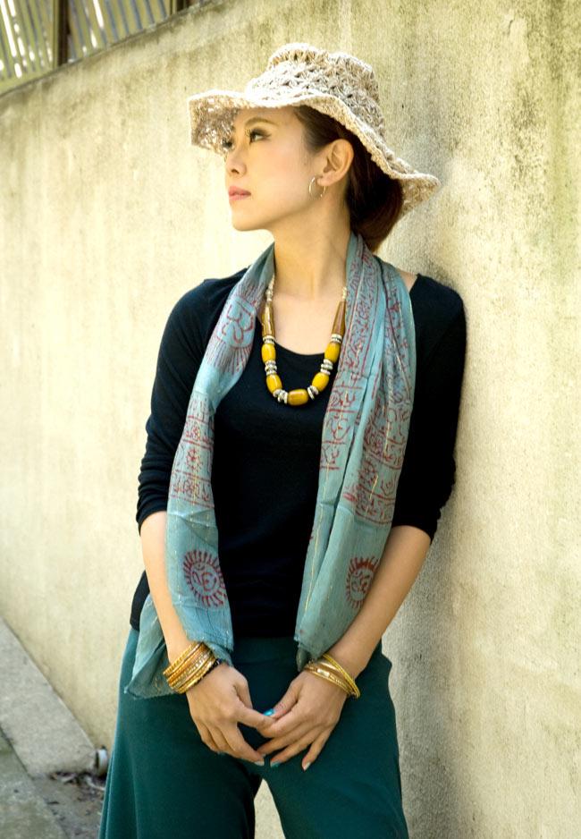 (約180cm×40cm)インド薄ラムナミ(ロング) - 白地に黒 7 - 色違いの商品の着用例になります。
