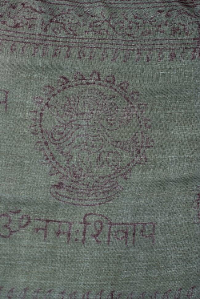 [約180cm×40cm]インド薄ラムナミ【ロング】 - ダークグリーンの写真3 - 神様柄の様子です。オーンであったりガネーシャであったり様々ですので、アソートでのお届けと鳴ります。