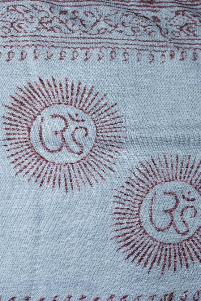 [約180cm×40cm]インド薄ラムナミ【ロング】 - 青灰色の写真3 - 神様柄の様子です。オーンであったりガネーシャであったり様々ですので、アソートでのお届けと鳴ります。