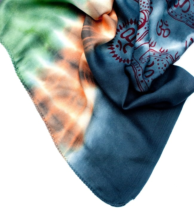 〔195cm*100cm〕ガネーシャ&ヒンドゥー神様のタイダイサイケデリック布 - ダークグレー×紫×緑×オレンジ系の写真5 - フチの写真です