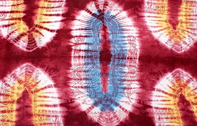 〔195cm*100cm〕ガネーシャ&ヒンドゥー神様のタイダイサイケデリック布 - 小豆×水色×黄色系の写真8 - 【選択:A】の写真です。このように中心にガネーシャ柄が入っています。