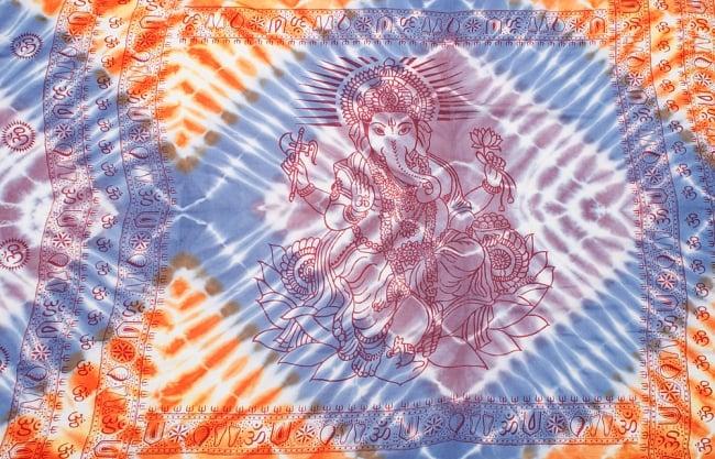 〔195cm*100cm〕ガネーシャ&ヒンドゥー神様のタイダイサイケデリック布 - 薄青紫×オレンジ×薄小豆系 8 - 【選択:A】の写真です。このように中心にガネーシャ柄が入っています。