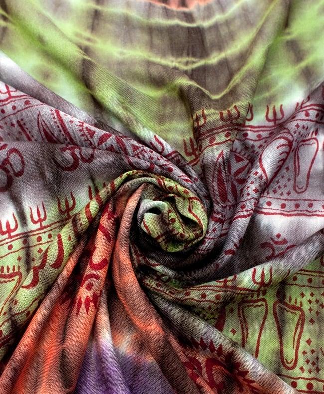 〔195cm*100cm〕ガネーシャ&ヒンドゥー神様のタイダイサイケデリック布 - 黒×紫×オレンジ×緑系の写真4 - タイダイ特有の色合いがとても綺麗です