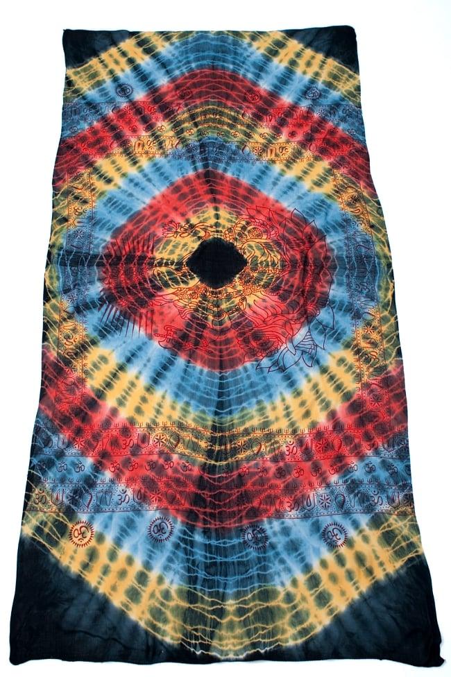 〔195cm*100cm〕ガネーシャ&ヒンドゥー神様のタイダイサイケデリック布 - 黄×赤×水色×黒系 2 - 全体写真です。とても大きな布なのでソファーカバーなどのインテリアファブリックへ。