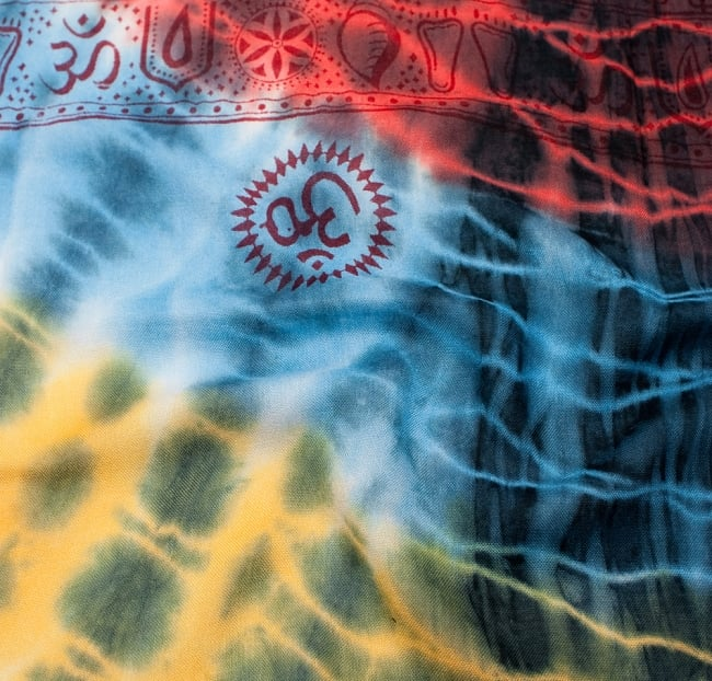〔195cm*100cm〕ガネーシャ&ヒンドゥー神様のタイダイサイケデリック布 - 黄×赤×水色×黒系 3 - 拡大写真です