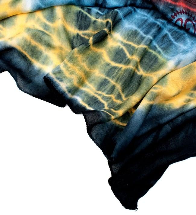 〔195cm*100cm〕ガネーシャ&ヒンドゥー神様のタイダイサイケデリック布 - 黄×赤×水色×黒系 5 - フチの写真です