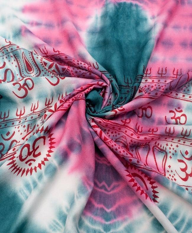 〔195cm*100cm〕ガネーシャ&ヒンドゥー神様のタイダイサイケデリック布 - 青緑×ピンク×黄色系の写真4 - タイダイ特有の色合いがとても綺麗です