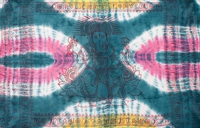〔195cm*100cm〕ガネーシャ&ヒンドゥー神様のタイダイサイケデリック布 - 青緑×ピンク×黄色系の写真8 - 【選択:A】の写真です。このように中心にガネーシャ柄が入っています。